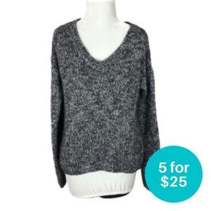 5/$25 - Aeropostale Knit Cropped V-Neck Sweater M